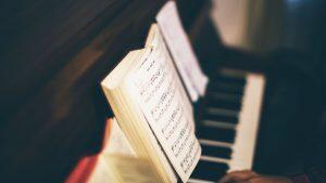 ピアノをはじめた初心者におすすめ!大人も楽しめる楽譜10選