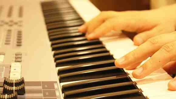 【1ヶ月でマスター】ピアノで星野源「SUN」を弾けるようになろう!コードチェンジの練習編