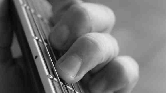 ギターソロで役立つ。2つのトライアドを用いたアプローチ