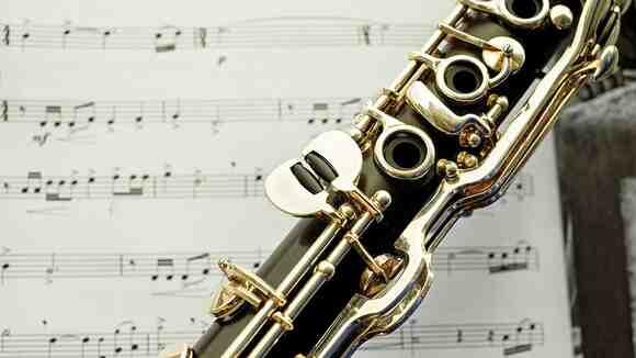 吹奏楽でよく使われるクラリネットってどんな楽器?