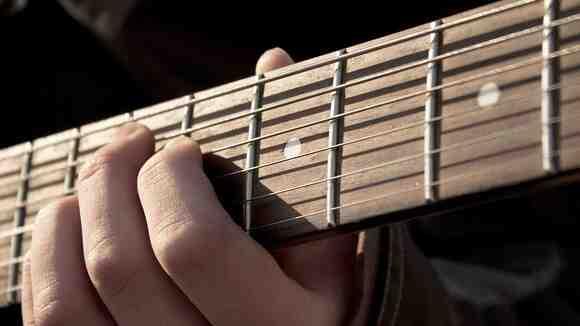 まず◯◯弦から合わせよう【プロ直伝】ギターチューニングの基本