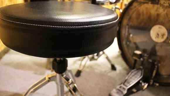 ドラムセットの椅子はどの高さがいい?