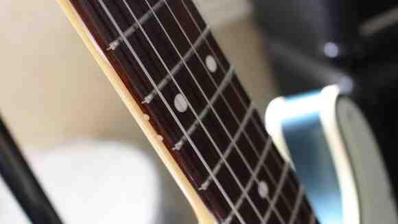 【ギターメンテナンス講座】レモンオイルって何?