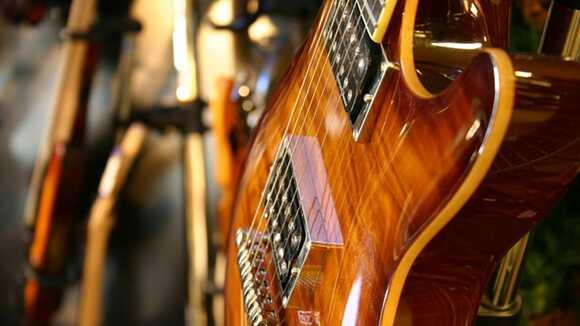 ギターの塗装がよくわかる。ラッカー塗装の注意点
