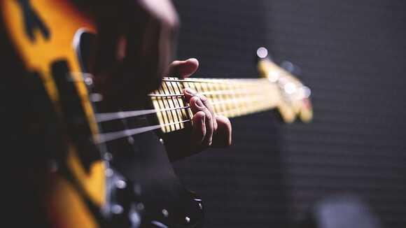 ベースコードでジャズ定番の「枯葉」を弾いてみよう!