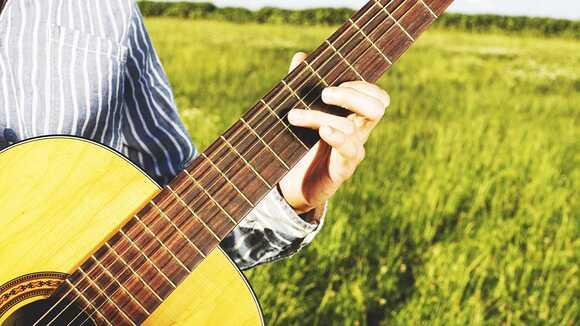 20代後半からはじめたアコースティックギター。うまくなるために独学でやった練習法