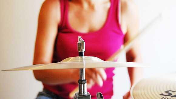 ドラムセットがなくても大丈夫!初心者が自宅練習で必要なグッズ4選
