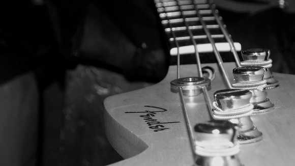 【ベース】スラップのサムピングでうまく音を鳴らすための3つのコツ!