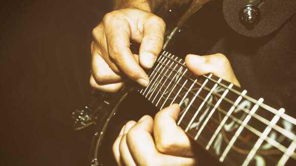 【上級ギタリストのための】コード進行に沿ったタッピングアプローチ