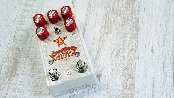 【ギターエフェクター】ここまでできる「ロシアンマフペダル」は他にありません!Foxpedal Defector!