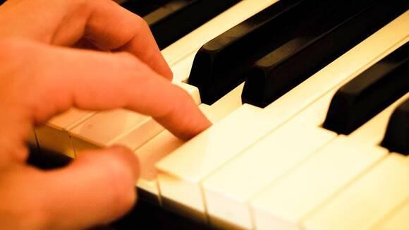 【ピアノ初心者のための】指を思い通りに動かす7つのヒント