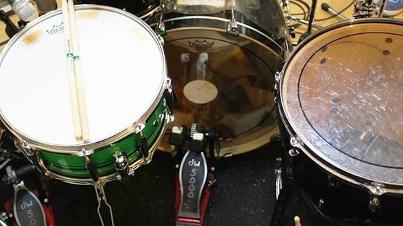 バスドラムの音量とスピードを上げる秘訣