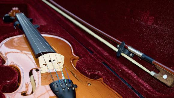 【バイオリン初心者のための】弓と肩当ての準備方法