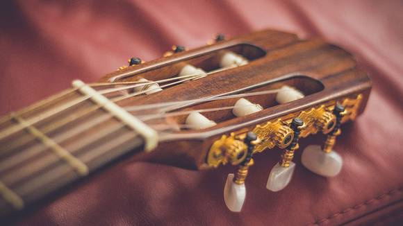 クラシックギターの糸巻き(ペグ)の交換方法
