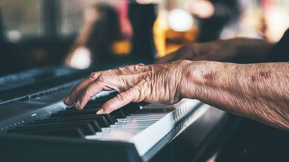 大人の初心者がピアノ教室に通うときの効果的なレッスン回数と時間は?