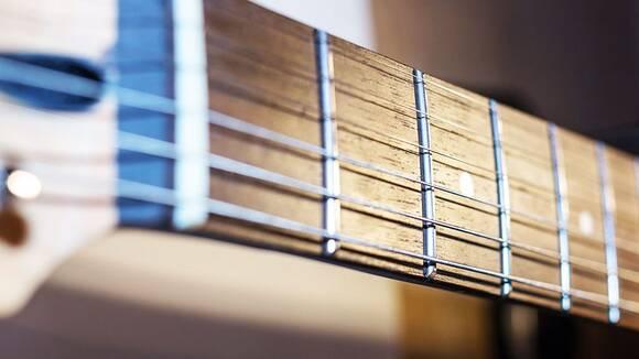 ピカピカに蘇る!自分でできるギターフレット磨きの方法
