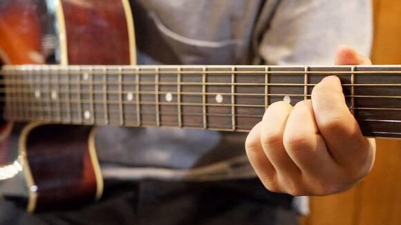 初心者のためのアコースティックギター講座~弾けなかった曲が弾けるようになるための寄り道理論について