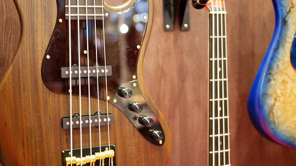 ベースの弦を交換するタイミング、弦の劣化について