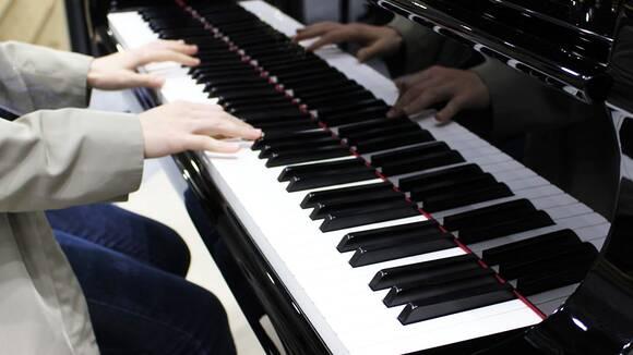 ピアノの先生が解説back Numberのクリスマスソングを弾いてみよう