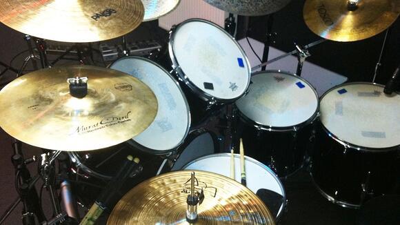 ライブハウスのドラムセットはチューニングする?しない?