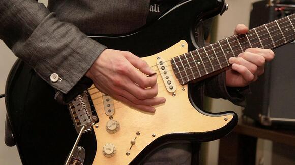 【すぐに役立つ】ギターフレーズに和音階のメロディを取り入れよう!