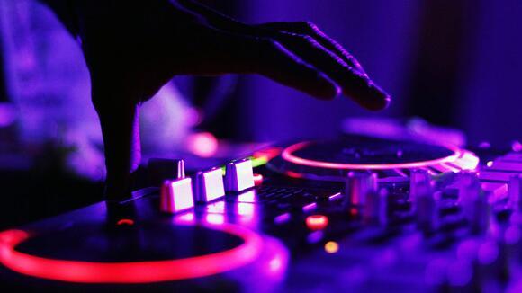【DJ入門】DJを始めるのに必要な機材ってなに?