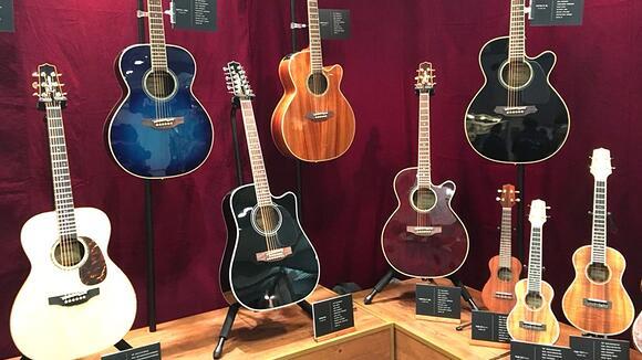 初心者のアコギ選び「5,000円のギターか10万円のギターか」