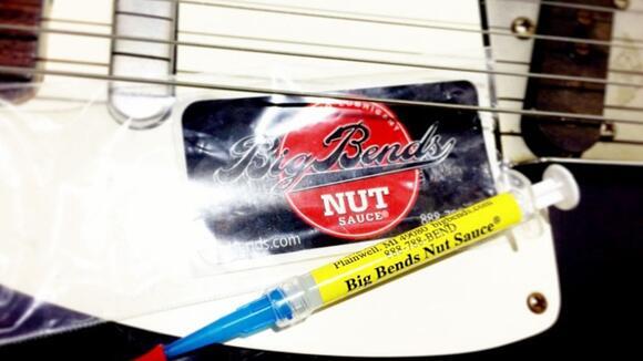 【BIG BENDS Nut Sauce】ナットの摩擦を減らしギターチューニングを安定させる究極の潤滑剤、ナットソース!